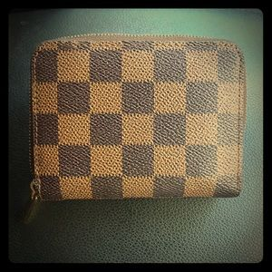 Louis Vuitton Authentic Zippy Wallet Damier Ebene